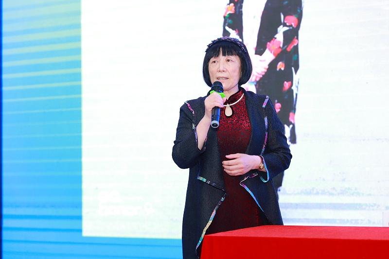 5、青岛绿桑红养生科技发展有限公司董事长曲晓燕介绍产品